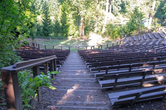800px-Cerf_Amphitheatre-1,_Reed_College